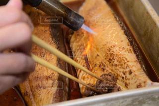 魚を炙る写真の写真・画像素材[1077070]