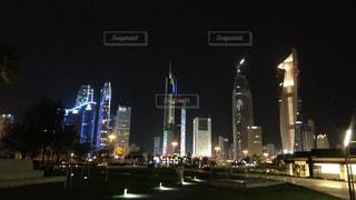 夜の街の景色の写真・画像素材[1057906]