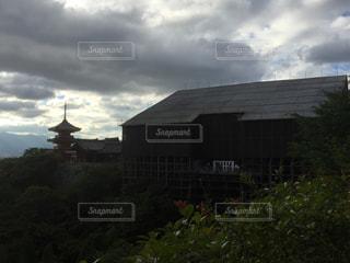 曇り空の清水寺の写真・画像素材[1057936]