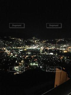 夜の街の景色の写真・画像素材[1058187]