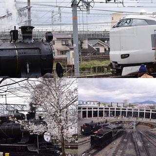 汽車と新幹線と桜の写真・画像素材[1058211]