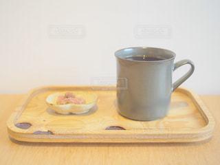テーブルの上のコーヒー カップの写真・画像素材[1509969]