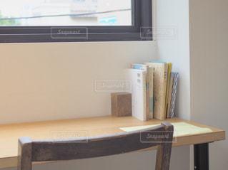 テレビはテーブルに座っています。の写真・画像素材[1509983]