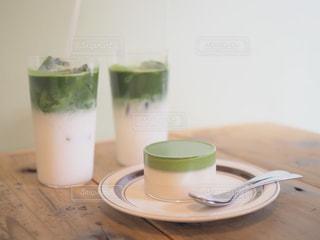 テーブルの上のコーヒー カップの写真・画像素材[1509997]