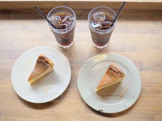 食品とコーヒーのカップのプレートの写真・画像素材[1510003]