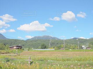 背景の山のフィールドの写真・画像素材[1538003]