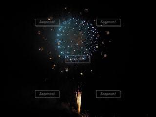 夜空の花火の写真・画像素材[1559887]