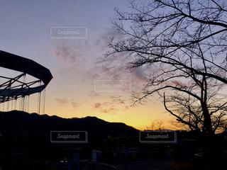 都市に沈む夕日の写真・画像素材[2810034]