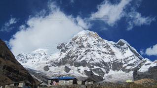 雪に覆われた山の写真・画像素材[1058649]