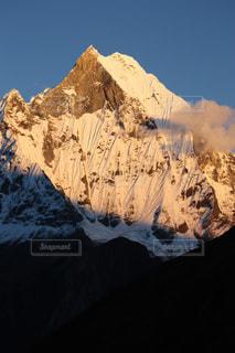 雪に覆われた山の写真・画像素材[1058651]