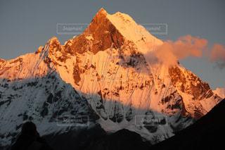 背景の山と渓谷の写真・画像素材[1058652]