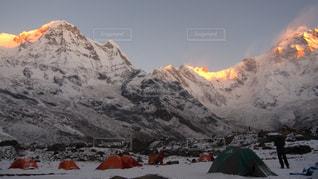 雪に覆われた山の写真・画像素材[1062746]