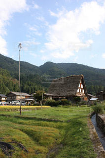 背景の山のフィールドの写真・画像素材[1062861]