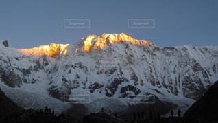 雪に覆われた山の写真・画像素材[1062873]