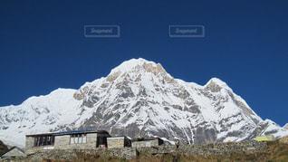 雪に覆われた山の写真・画像素材[1062875]