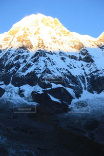 雪に覆われた山の写真・画像素材[1062876]