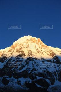 雪に覆われた山の写真・画像素材[1062877]