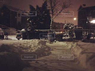 雪に覆われた建物の写真・画像素材[1060183]