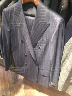 スーツとネクタイを身に着けている男の写真・画像素材[1061983]