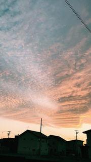 夕焼けの家の写真・画像素材[1060132]