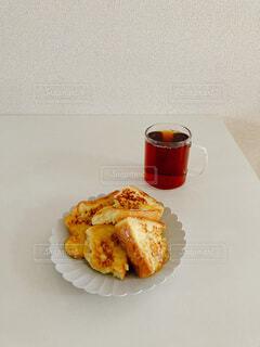 皿の上のフレンチトーストの写真・画像素材[3933492]