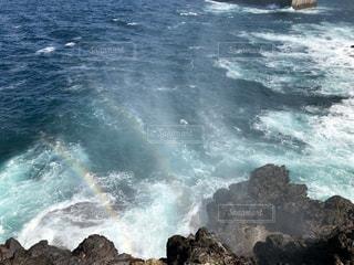 波しぶき×虹の写真・画像素材[1059940]