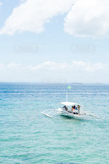 海の上を進む船の写真・画像素材[1155890]