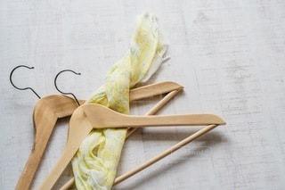 ミモザのスカーフと木製ハンガー(ちょっと斜め編)の写真・画像素材[3417489]