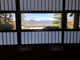 雪見障子からの風景の写真・画像素材[1583585]