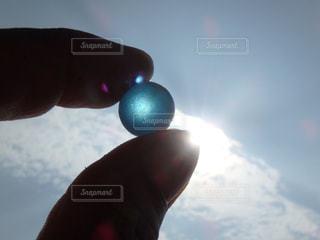 ビー玉と太陽の写真・画像素材[1067583]
