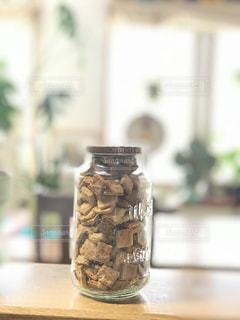 瓶に入った手作りクッキーの写真・画像素材[1670382]