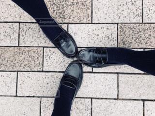 黒い靴を履いた学生の写真・画像素材[1066699]