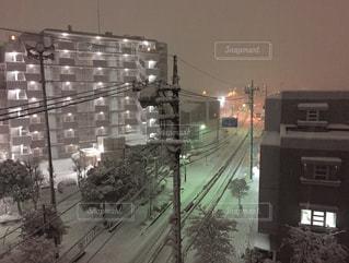 記録的な雪の夜の写真・画像素材[1061049]