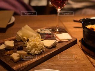 ワインとチーズのおうち時間の写真・画像素材[4047970]