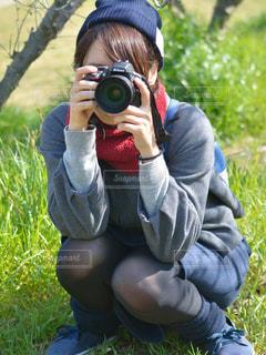カメラ女子の写真・画像素材[1064599]
