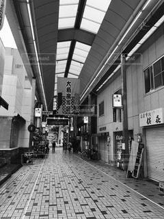 建物の白と黒の写真の写真・画像素材[1257321]