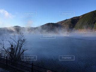 霧の湖の写真・画像素材[1070707]