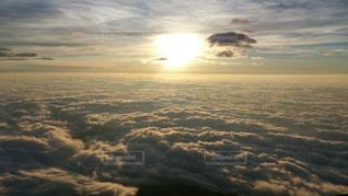 空には雲のグループの写真・画像素材[1073773]