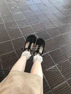 女性の足元の写真・画像素材[1478577]