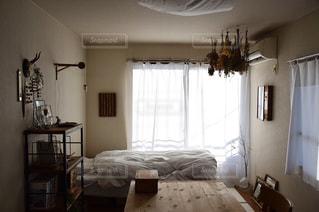 アンティークな部屋と生活感の写真・画像素材[1062294]