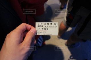 切符を持つ手の写真・画像素材[1063813]