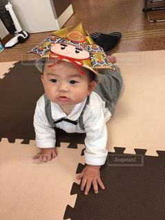 カブトをかぶる子供の写真・画像素材[1065397]