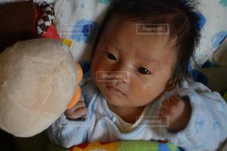 アンパンマンを見る赤ちゃんの写真・画像素材[1073759]