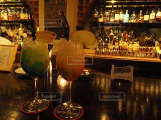 テーブル ワインのグラスの写真・画像素材[1063337]