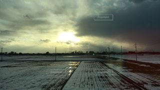 車窓からの冬景色の写真・画像素材[1064010]