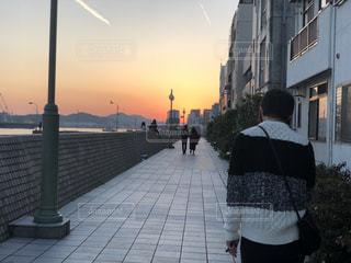 夕焼けの君の写真・画像素材[1064244]