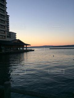 旅館と海と夕焼けの写真・画像素材[1065185]