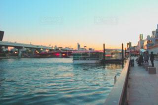 川沿いの遊歩道の写真・画像素材[1065892]