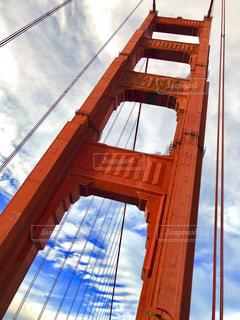 下から見上げた橋の写真・画像素材[1065244]