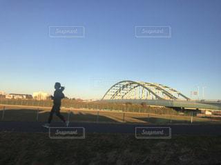 河原をランニング - No.1066177